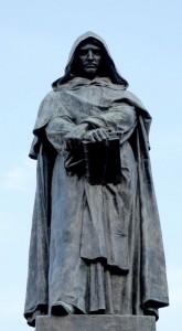 La celebre statua di Giordano Bruno a Campo de' Fiori, a Roma, luogo in cui fu arso vivo