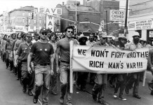 Una delle frequenti manifestazioni contro la Guerra del Vietnam a cavallo tra gli anni '60 e '70