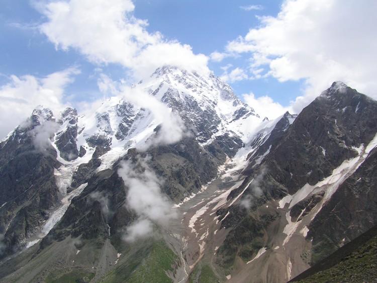 Il Monte Dykhtau in una foto di Shaman17 via Wikimedia Commons