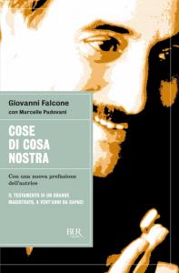 """""""Cose di Cosa nostra"""", il libro-denuncia sulla mafia di Giovanni Falcone"""