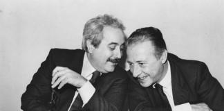 Giovanni Falcone e Paolo Borsellino, i due principali giudici antimafia degli anni '80, in una celebre foto assieme