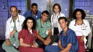 Il cast della prima stagione di E.R., forse la serie che per prima ha cambiato il modo di vedere i dottori in TV