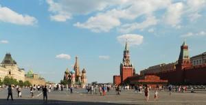 La Piazza Rossa è sicuramente una cosa da non perdere nella capitale russa (foto di Alvesgaspar via Wikimedia Commons)