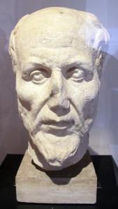 Testa marmorea di Plotino conservata al Museo di Ostia Antica (foto di Sailko via Wikimedia Commons)