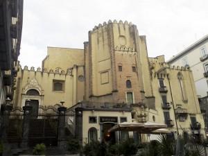 La Chiesa di San Domenico Maggiore a Napoli di IlSistemone via Wikimedia Commons