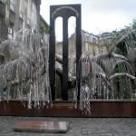 Il monumento del salice piangente della Sinagoga Grande, a ricordo della Shoah