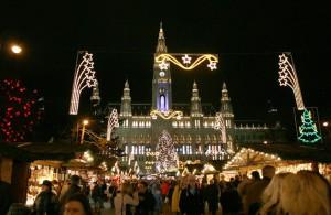 Il suggestivo Christkindlmärkte di Vienna (foto di Manfred Werner via Wikimedia Commons)