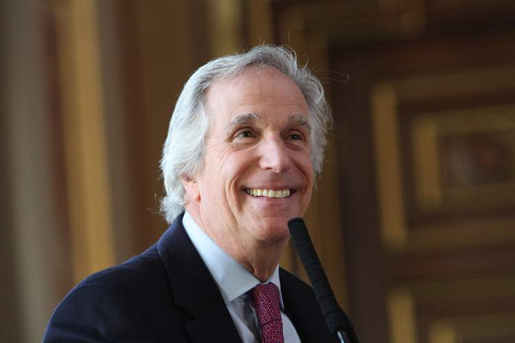 Henry Winkler nel 2013 al Foreign and Commonwealth Office britannico per parlare di dislessia (foto del Foreign and Commonwealth Office via Flickr)
