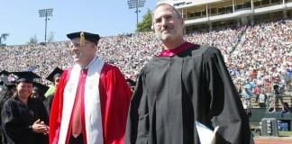 Steve Jobs a Stanford nel 2005, nel giorno in cui fece il suo famoso discorso ai laureati