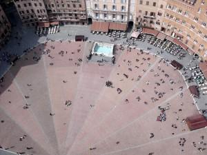 La particolare forma di Piazza del Campo vista dall'alto