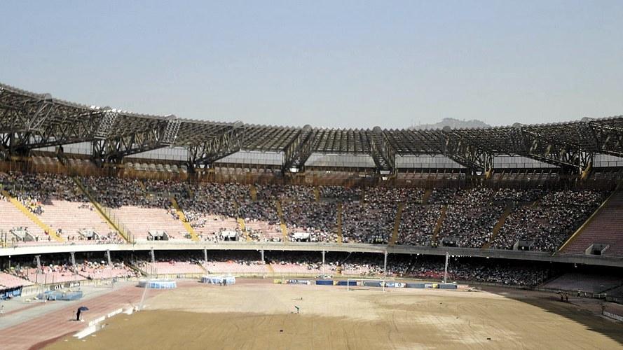 Un recente raduno dei Testimoni di Geova allo Stadio San Paolo di Napoli (foto di Sedicinoni via Wikimedia Commons)