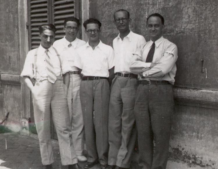 I cosiddetti ragazzi di via Panisperna, ovvero alcuni tra i più grandi scienziati italiani del Novecento: da sinistra, Oscar D'Agostino, Emilio Segrè, Edoardo Amaldi, Franco Rasetti e Enrico Fermi. Segrè e Fermi vinsero il Nobel per la fisica in due momenti diversi