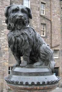 La statua eretta a Bobby ad Edimburgo