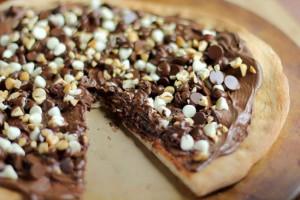 La pizza al cioccolato, strana e calorica