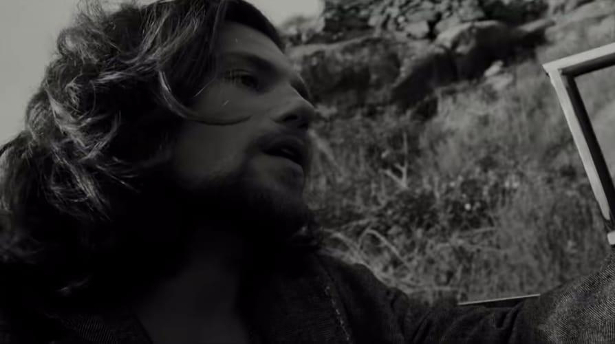 Enrico Nigiotti nel video di Nonno Hollywood