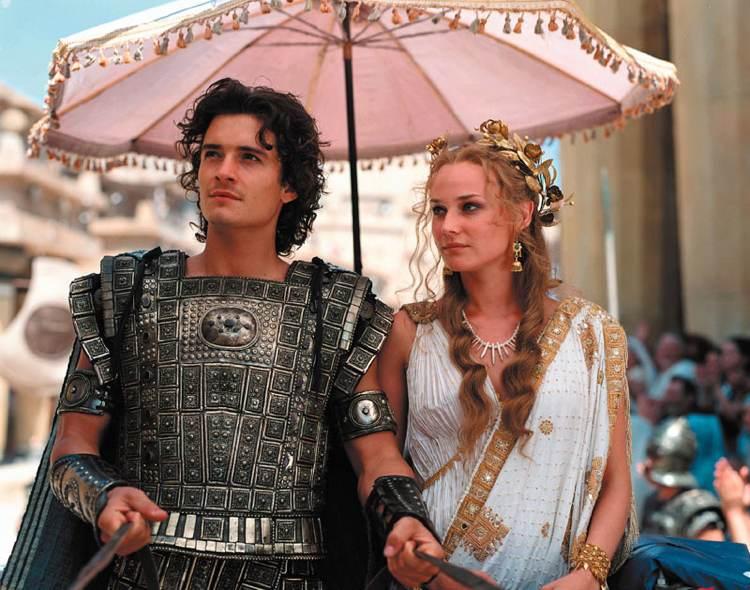 Elena (Diane Kruger) insieme a Paride (Orlando Bloom) in Troy, adattamento cinematografico dell'Iliade