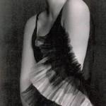 Foto di Ragazza con guanti, famoso quadro di Tamara de Lempicka in gioventù