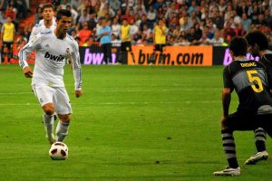 Cristiano Ronaldo all'attacco (foto di Jan S0L0 via Flickr)