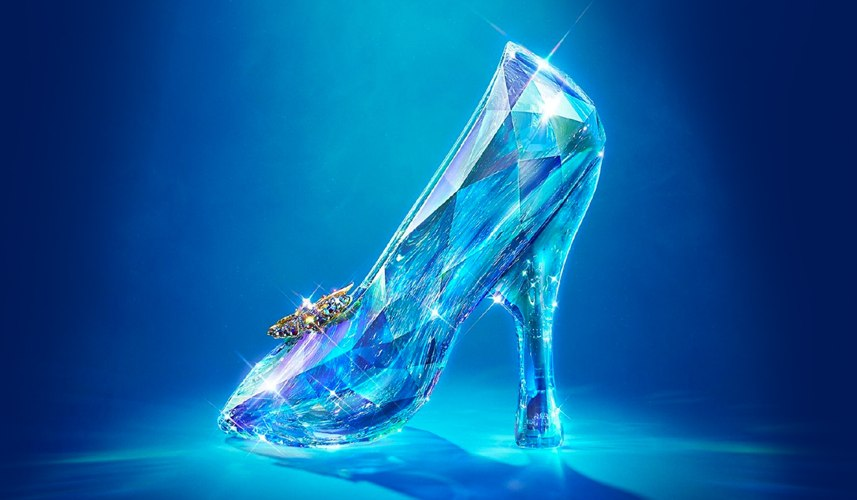La mitica scarpetta di Cenerentola, protagonista di tanti film