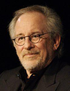 Steven Spielberg, uno dei registi americani di maggior successo di ogni epoca (foto di Romain Dubois via Wikimedia Commons)