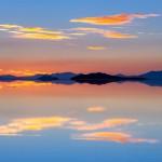 Un tramonto nel Paesaggio irreale nel Salar de Uyuni
