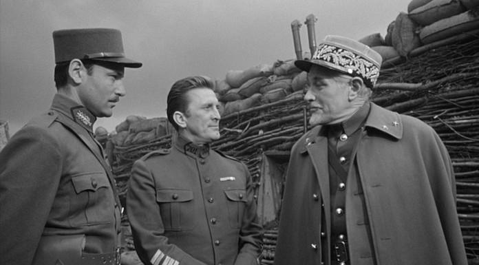 Una scena tratta da Orizzonti di gloria di Stanley Kubrick, uno dei più bei film di guerra in bianco e nero