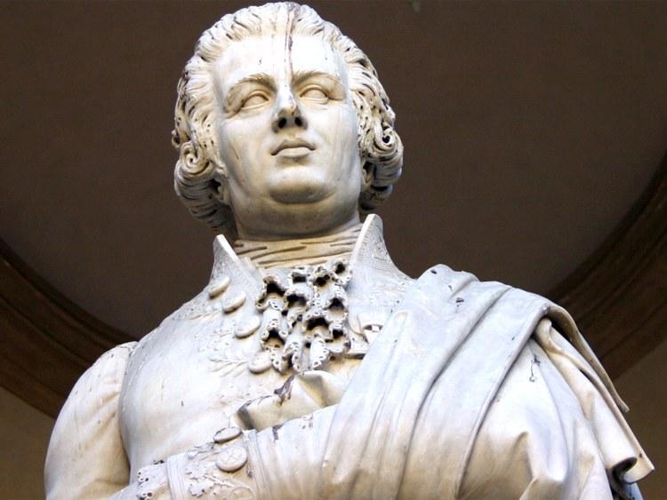 Statua di Pietro Verri (foto di Giovanni Dall'Orto via Wikimedia Commons)