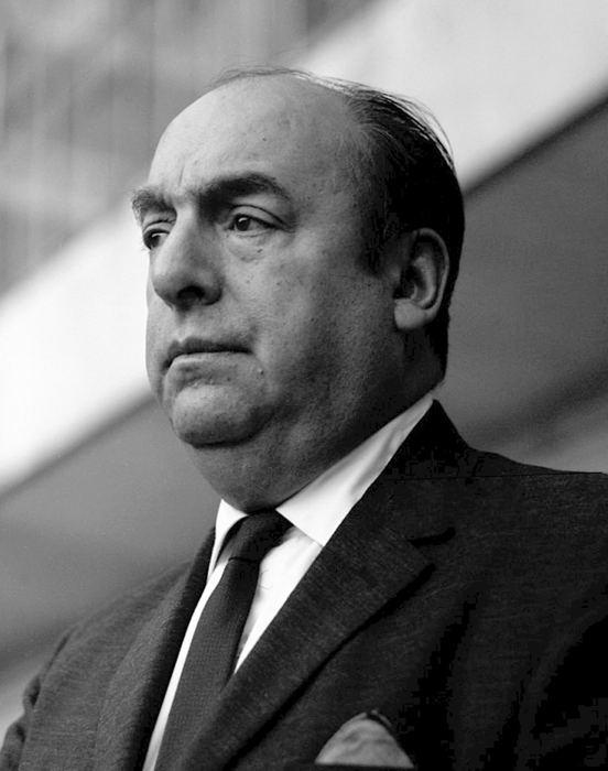 Pablo Neruda, forse il più famoso tra gli scrittori sudamericani che hanno vinto il Nobel