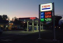 Un distributore Exxon (foto di Mike Mozart via Flickr)
