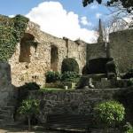 Rovine antiche in città