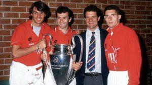 Paolo Maldini, Dejan Savićević, Fabio Capello e Daniele Massaro con la coppa conquistata nel 1994