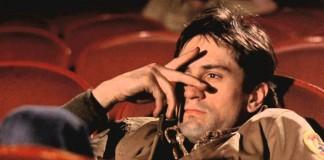 Robert De Niro in Taxi Driver durante una delle sue visite in un cinema a luci rosse