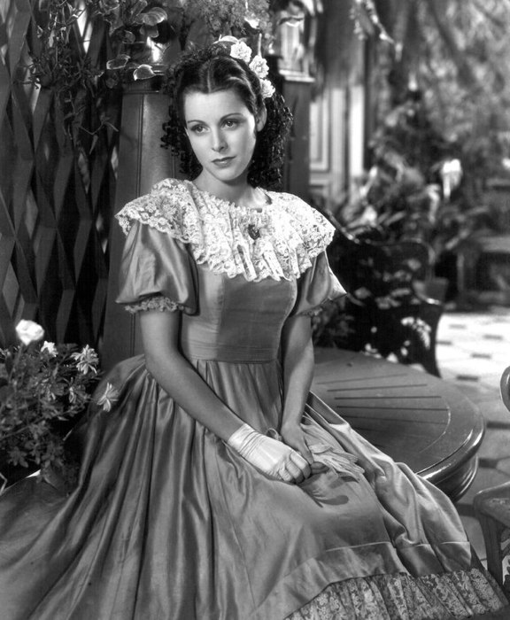 Meg nel film degli anni '40, in cui era interpretata da Frances Dee