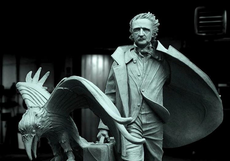 La statua che la città di Boston ha dedicato al suo cittadino illustre Edgar Allan Poe