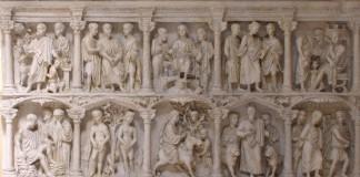 Il Sarcofago di Giunio Basso conservato ai Musei Vaticani, ottimo esempio di arte paleocristiana