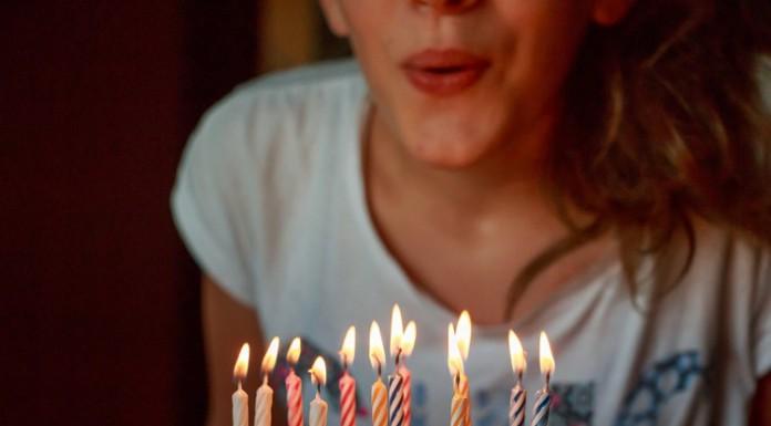Qualcuno a voi caro sta per diventare maggiorenne? Ecco le migliori canzoni da dedicargli in un video per i 18 anni