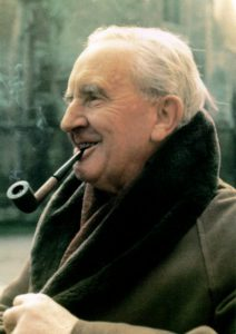 """J.R.R. Tolkien, creatore de """"Lo Hobbit"""" e """"Il Signore degli Anelli"""""""