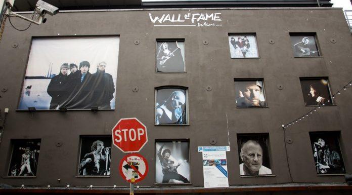 Il Wall of Fame di Dublino, dove sono raccolti i grandi nomi della musica irlandese (foto di Still ePsiLoN via Flickr)