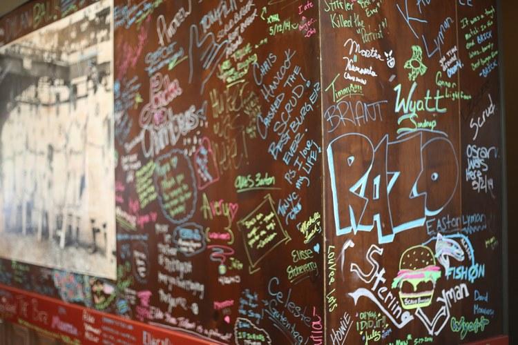 Le più divertenti scritte sui muri trovate negli ultimi anni in Italia