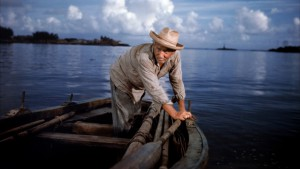 Spencer Tracy nella riduzione cinematografica de Il vecchio e il mare di Ernest Hemingway