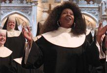 Whoopi Goldberg in Sister Act, uno dei più famosi film con le suore come protagoniste