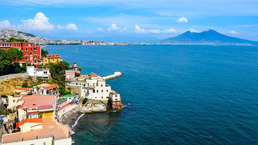 Napoli, il mare e il Vesuvio
