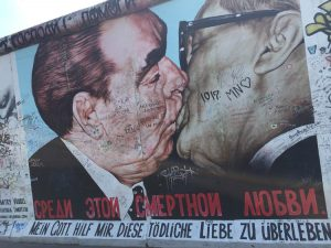 """The Mortal Kiss"" sul Muro di Berlino"