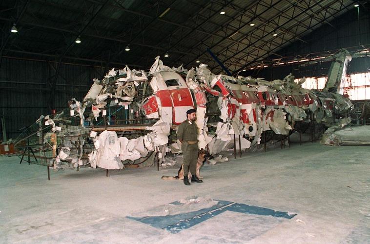 Quel che restava del DC-9 dell'Itavia, uno dei grandi misteri irrisolti della storia d'Italia