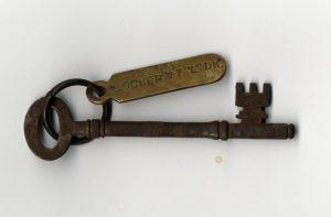 La chiave dell'armadietto dei binocoli