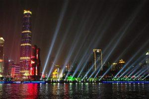 Le luci di Hong Kong, una delle città che trainano l'economia cinese