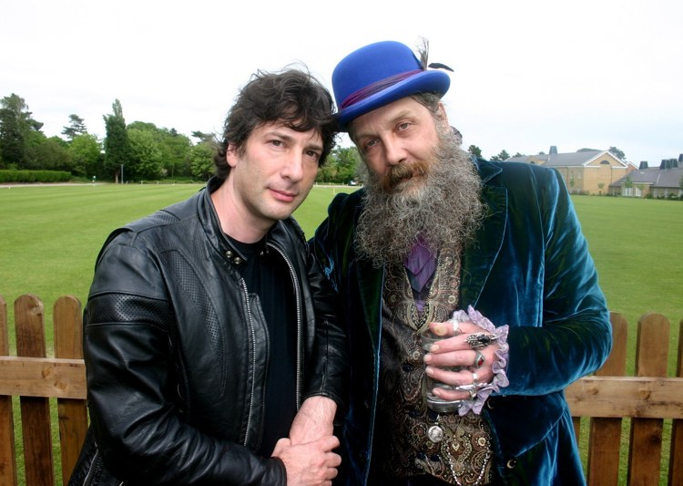 Neil Gaiman e Alan Moore, due grandi autori inglesi di graphic novel