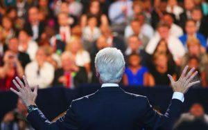 L'importanza delle pause quando si parla davanti a un grande uditorio