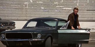 Steve McQueen in Bullitt, uno dei più famosi film con le auto come protagoniste