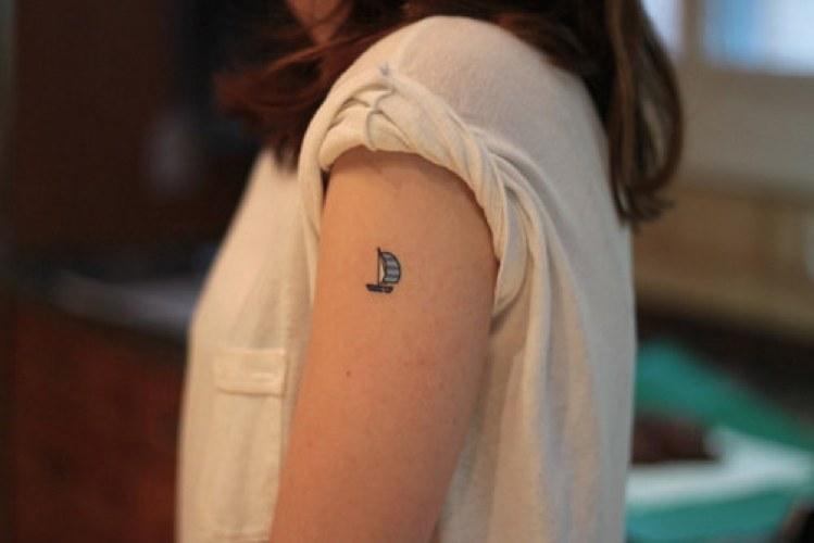 Cinque tatuaggi piccoli e belli cinque cose belle for Tattoo spalla anteriore